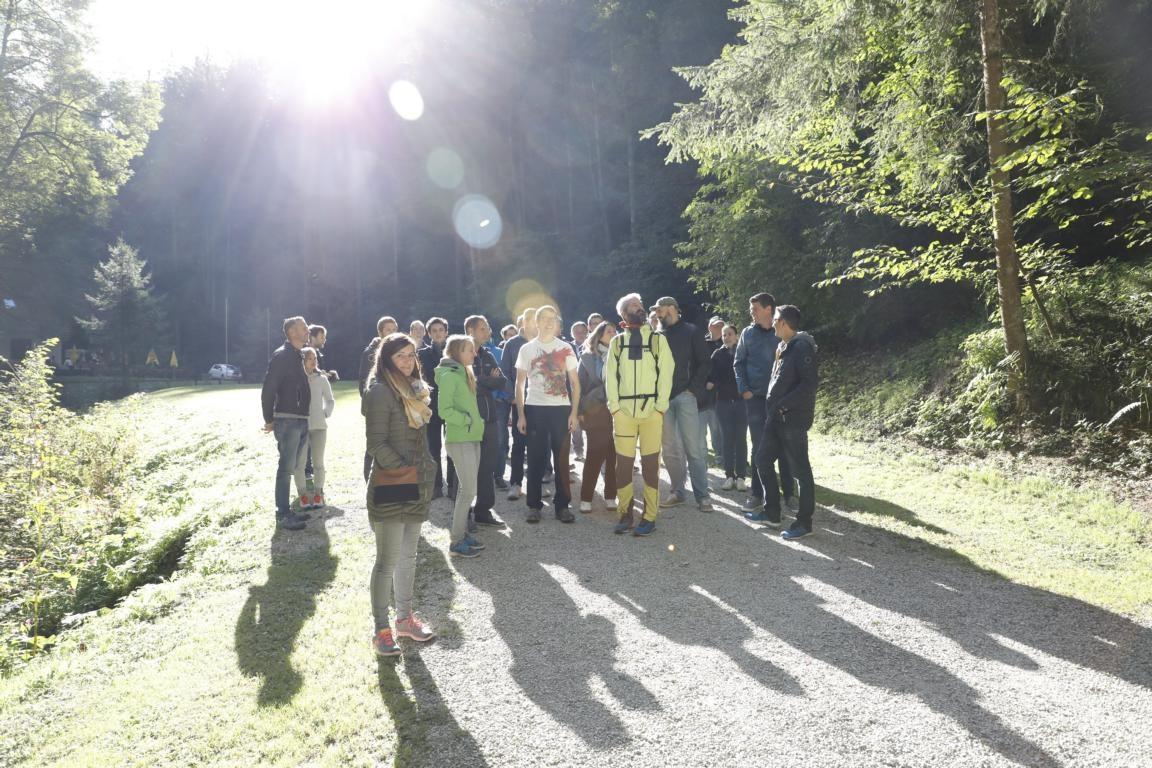 Gruppenfoto vor der Lurgrotte